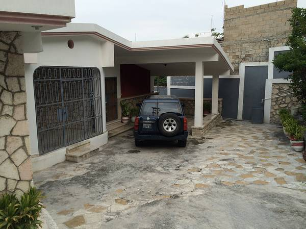4 Beds 3 baths Maison a Vendre en Petionville Haiti House For Sale