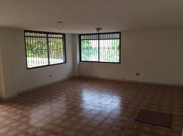 4 Beds 3 baths Maison a Vendre en Petionville Haiti House For Sale