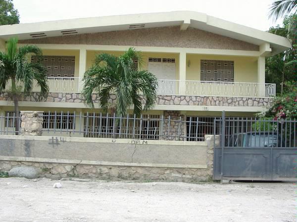 5 Beds 2 baths house for sale Delmas 33 Haiti 2 étage Maison a Vendre